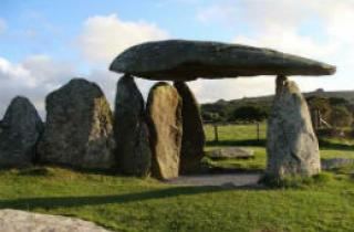 Pentre Ifan throwing off shadows