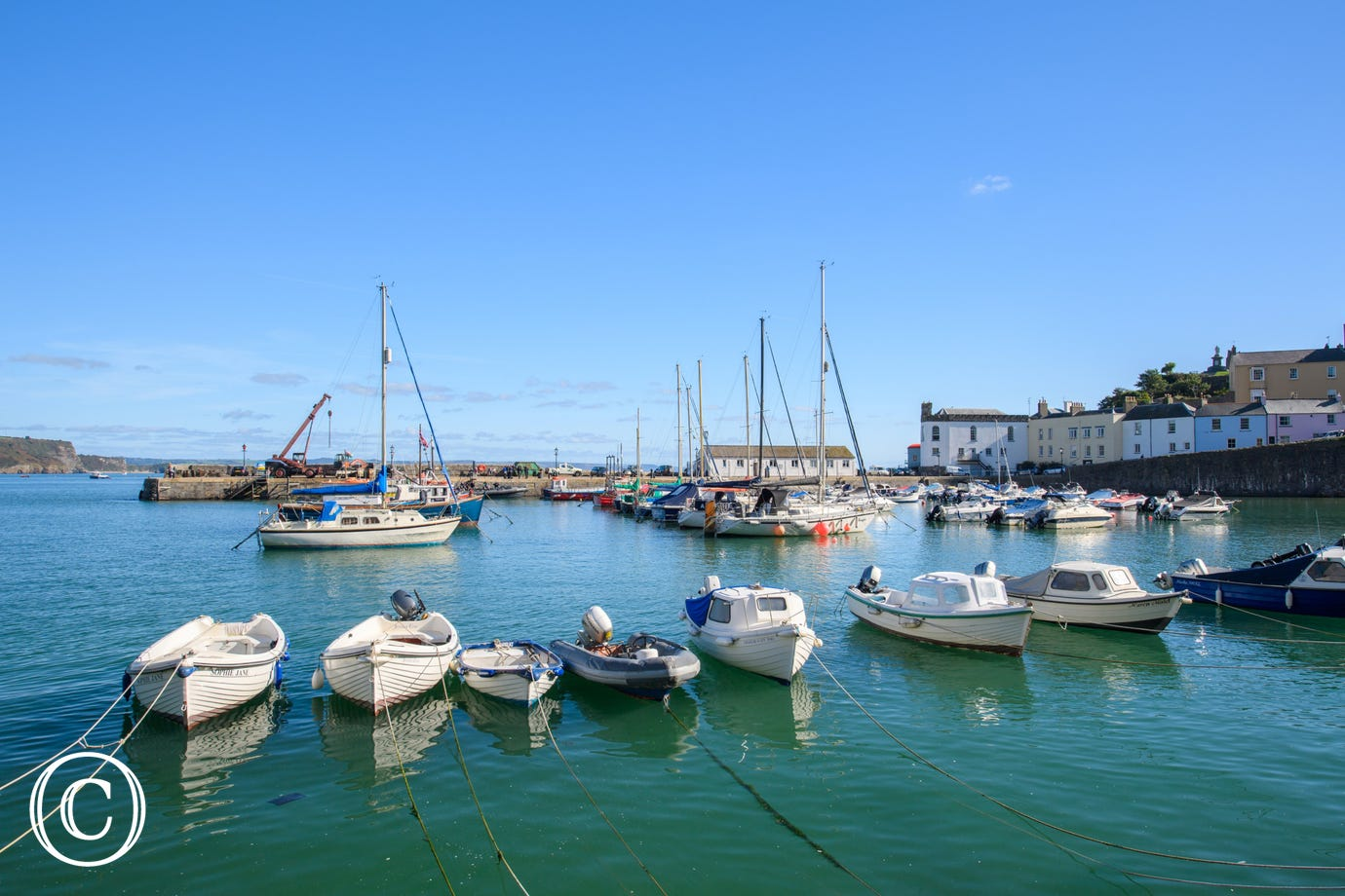 Tenby harbour with boats bobbing up and down on the water - Holiday Apartment in Tenby