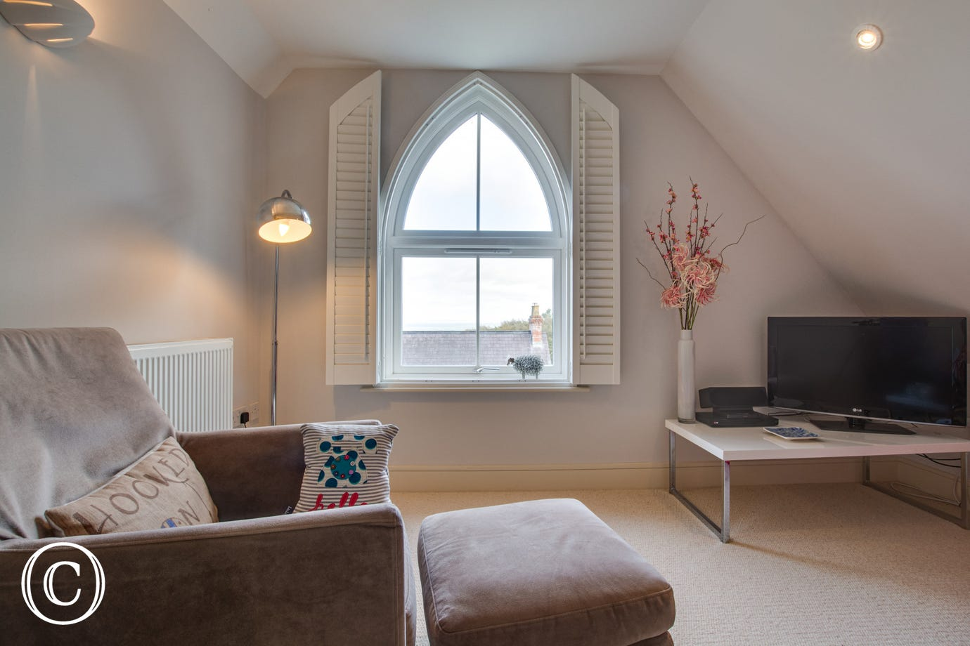 The Loft is a delightful second floor apartment set amoung similar properties. Open plan lounge/dining area.