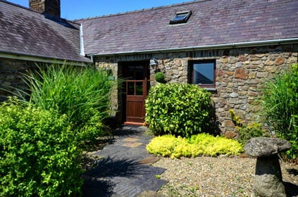 Lavender Cottage is the corner cottage in the group of six, converted stone outbuildings