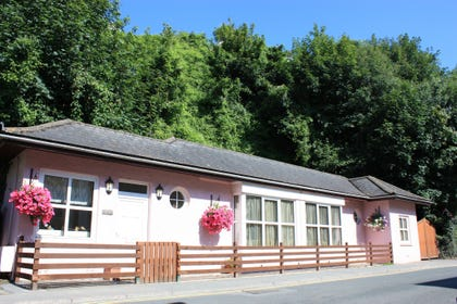 All on one level bungalow this self-catering property in Saundersfoot